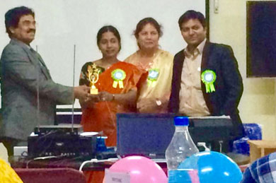 <b>Dr.Jyothi laxmi (Prof. Microbiology, Osmania Medical College) being felicitated for giving a talk by Dr.Uday Kiran (Dean), Dr.Gulam Saidunnisa begum & Dr.Mahesh Kumar U on the occasion of CME on Faculty Development Programme, on Oct 2017</b>
